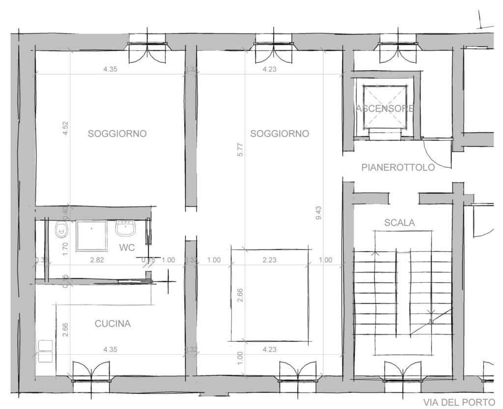 Il primo piano, con il soggiorno, la cucina ed il bagno